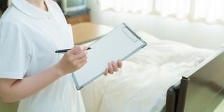 病棟で働く看護師