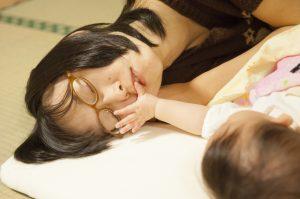 子育て中で疲れたママ