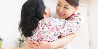 介助する看護師